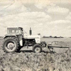 tractor recolectando lentejas de la Armuña
